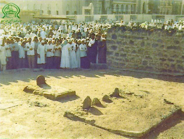 بقیع - به روز رسانی :  10:31 ص 92/5/25 عنوان آخرین نوشته : گزارش تصویرى از قبور ائمه بقیع